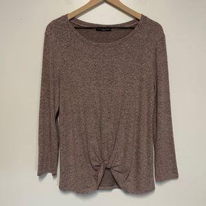 KIM & CAMI   Front Twist Long Sleeve Shirt
